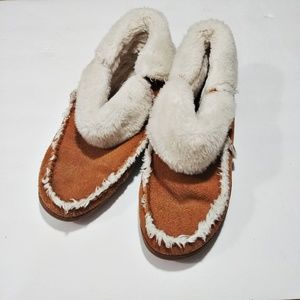 MINNETONKA Brown Faux Fur Leather Slippers